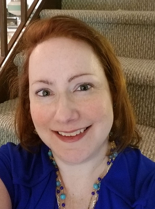 Naomi Cook Headshot Professional Organizer
